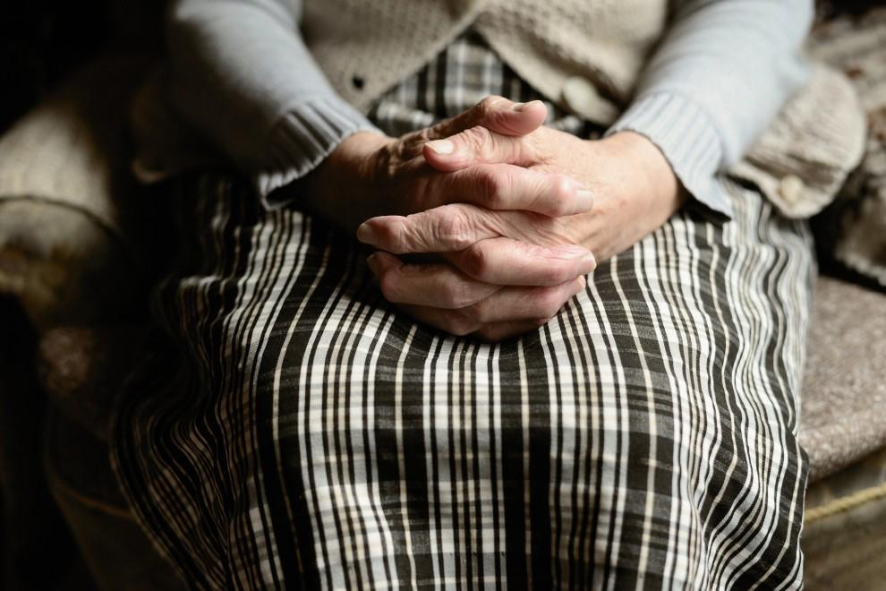 Mueren en seis meses más de 32.000 personas en las listas de espera de la Dependencia. / PIxabay
