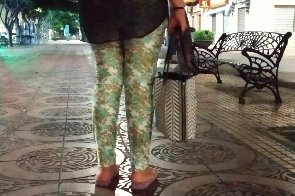 Lamya durante su noche de trabajo en las calles de Melilla.- ROSA SOTO