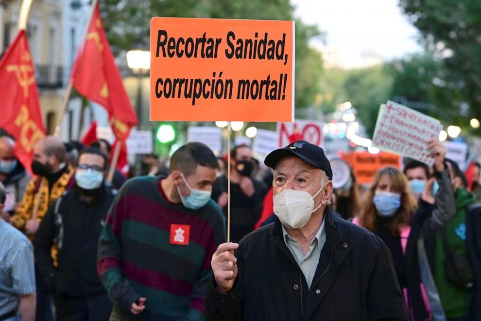 Vista general de la manifestación por la Salud y la Sanidad Pública, este sábado en el centro de la capital madrileña.- EFE/Víctor Lerena.