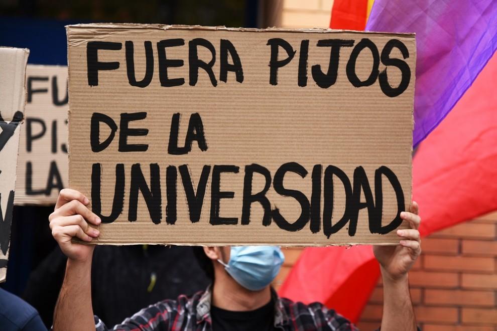 Concentración del sindicato 'Estudiantes en Lucha' frente a la Galileo Galilei de Valencia