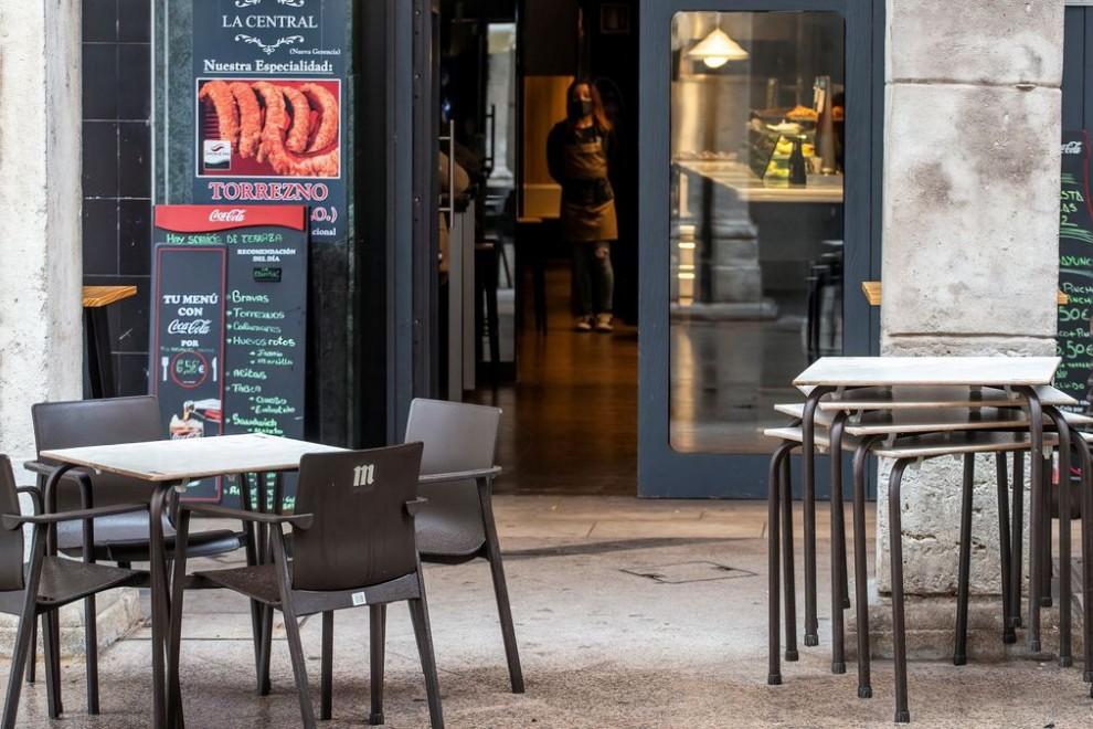 Imagen de archivo de una terrazas en Burgos antes de las medidas del cierre de la hostelería.