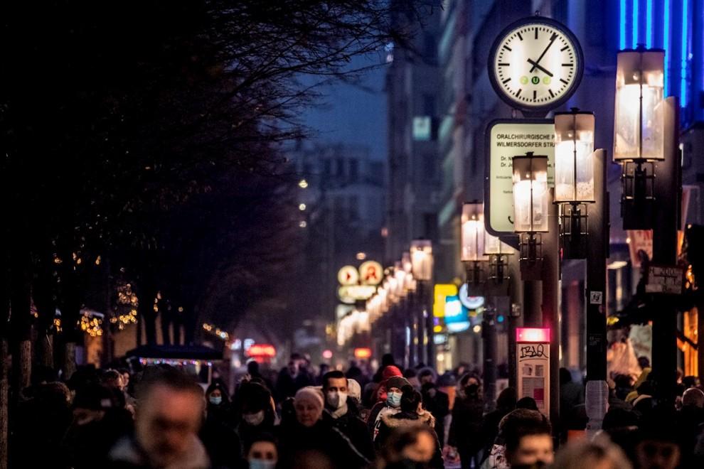 10/12/2020.-  Vista de ciudadanos alemanes en Berlín.