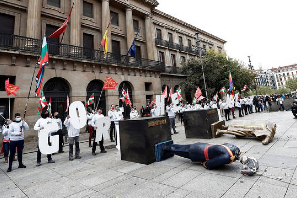 12/10/2020 Momento en el que se derribó la estatua de Felipe VI