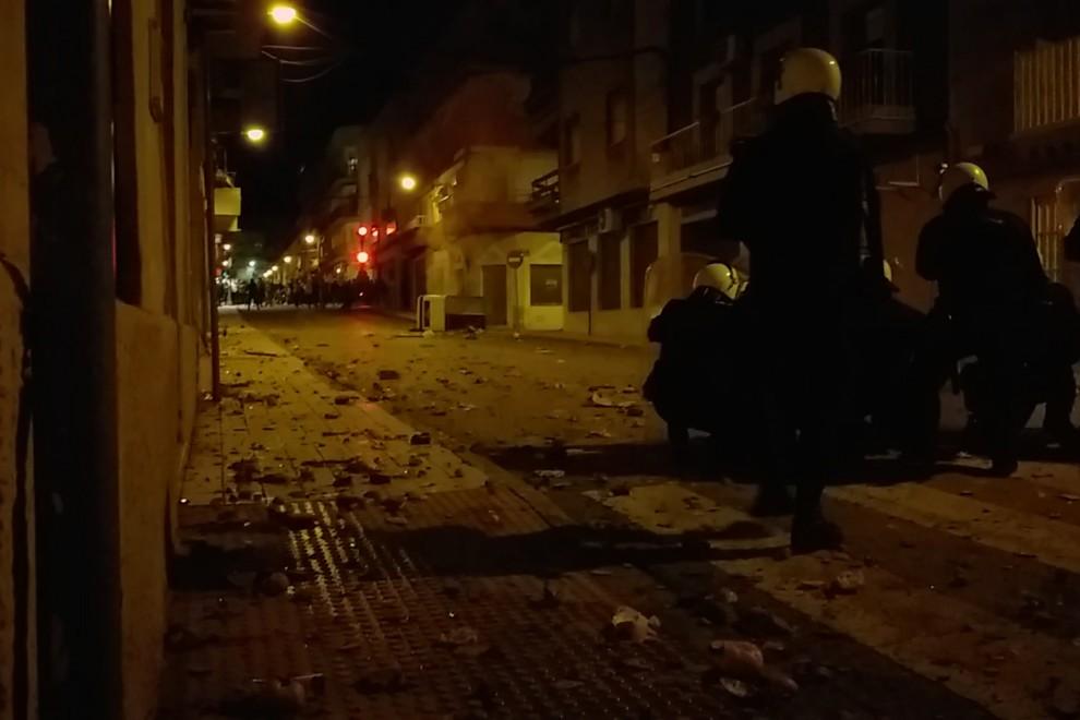 Hasta 13 detenidos y 19 policías heridos por disturbios en Linares