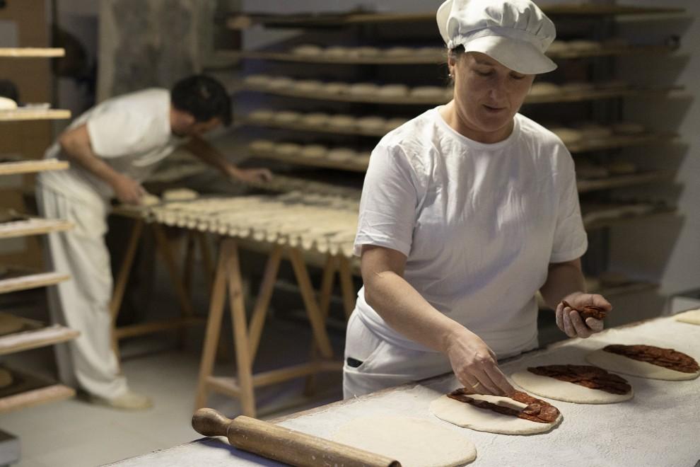Lidia prepara empanadas. - Gema Rodrigo