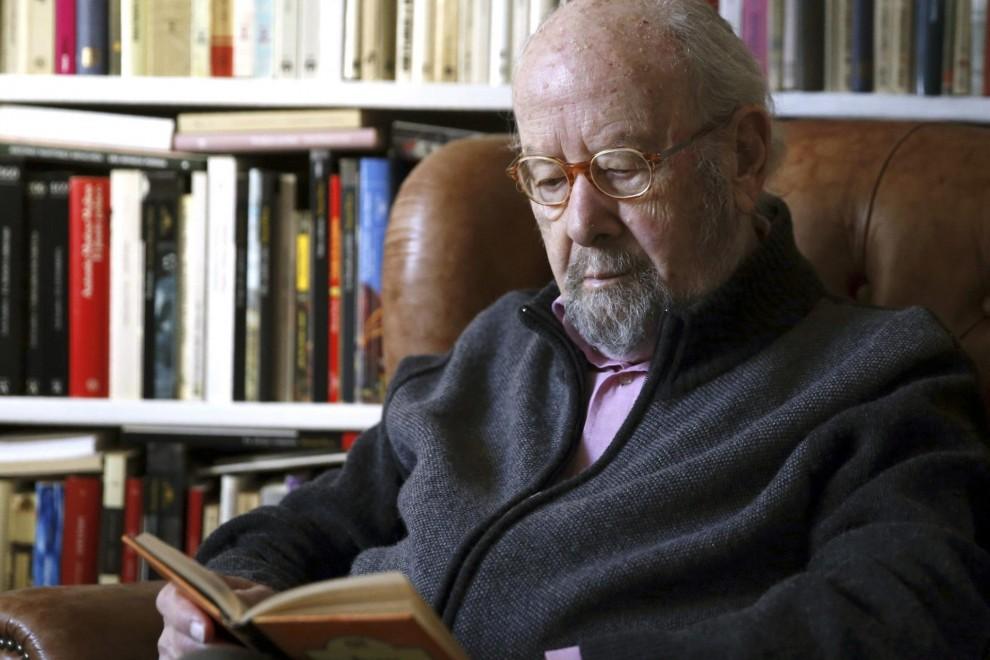 Fotografía de archivo, tomada el 17 de marzo de 2015, del escritor andaluz José Manuel Caballero Bonald, premio Cervantes en 2012, que ha fallecido en Madrid a la edad de 94 años.