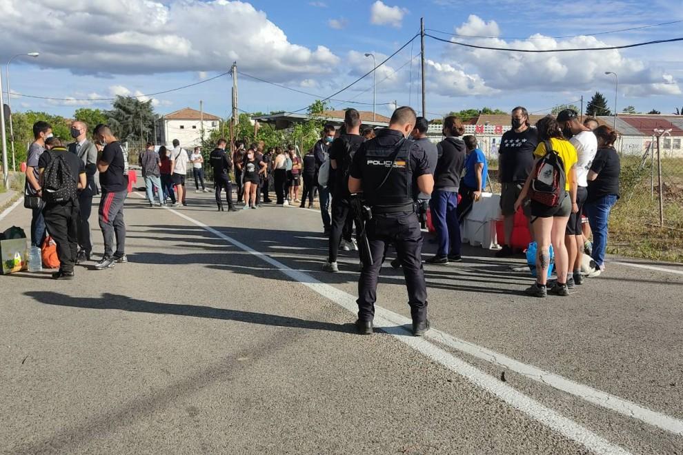 La Policía identifica a los activistas que estaban en la zona.
