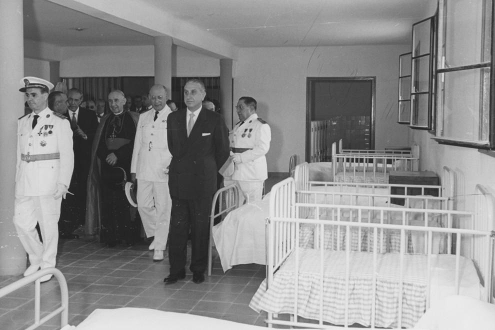 Autoridades franquistas visitan la cárcel de Trinitat Vella en su inauguración. - Pérez de Rosas / Arxiu Fotográfic de Barcelona