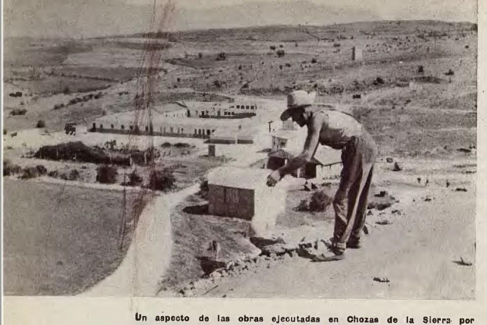 Fotografía de las obbras ejecutadas en Chozas de la Sierra por obreros penados por el Régimen.
