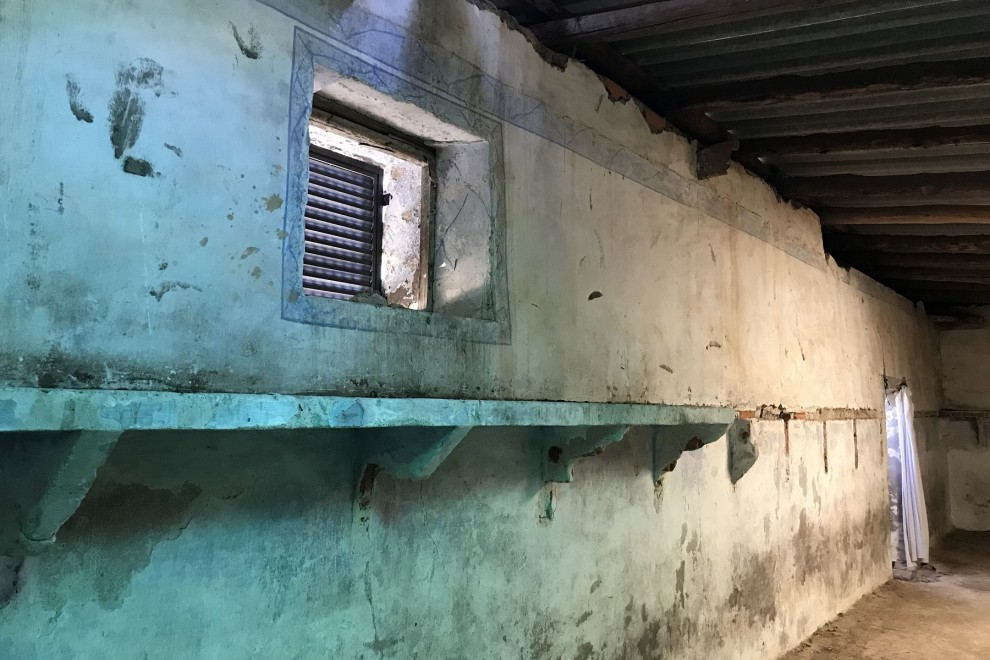 Interior de uno de los tres dormitorios de los barracones de Bustarviejo.