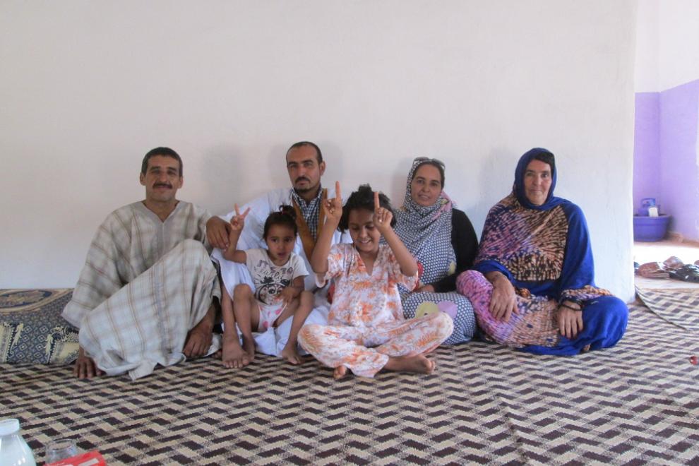 Una familia entera que sufrió heridas con mayores o menores secuelas en el bombardeo de Um Dreiga.