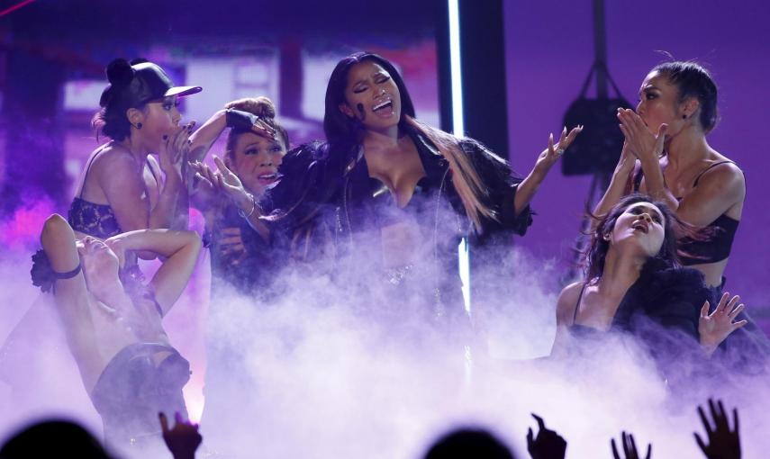 Nicki Minaj actuó en el escenario de los Premios Billboard este domingo y cantó 'The Night is Still Young'./ REUTERS/Mario Anzuoni