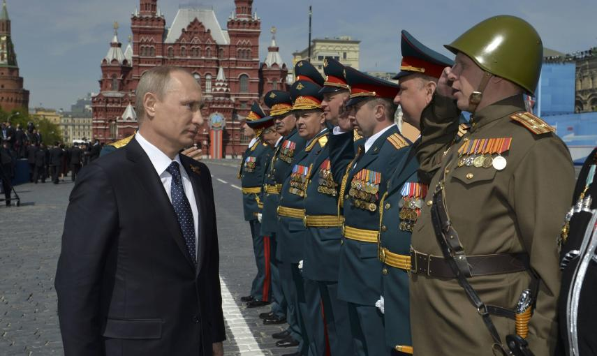 Russia's President Vladimir Putin (L) greets the commanders of units, participants of the Victory Day parade at Red Square in Moscow, Russia. REUTERS/Host Photo Agency/RIA Novosti