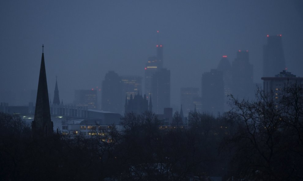 El distrito financiero de Londres se ve en la madrugada en Londres, Gran Bretaña. / REUTERS