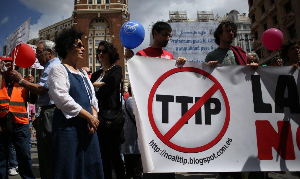 Manifestantes de las Marchas de la Dignidad contra el TTIP.- JAIRO VARGAS