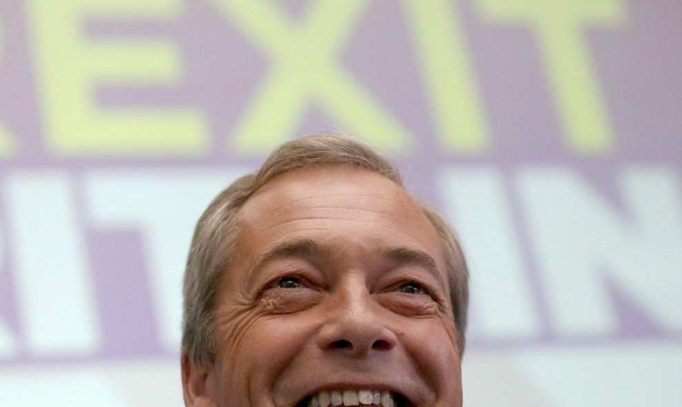 Nigel Farage, líder del Partido Independiente del Reino Unido hablando en una conferencia en Londres. REUTERS/Neil Hall.