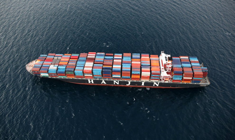 Un buque Hanjin Shipping Co varado fuera del puerto de Long Beach. REUTERS/Lucy Nicholson