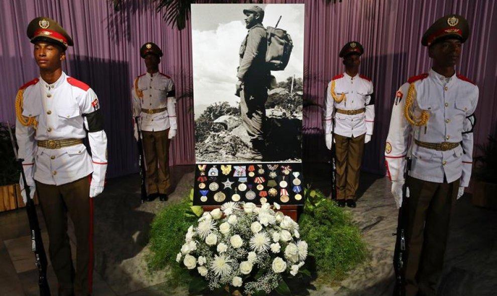Resultado de imagen para Cubanos en La Habana rinden homenaje a Fidel Castro