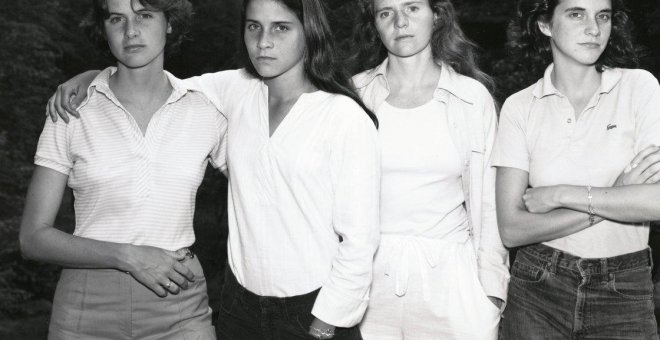 'The Brown sisters, New Canaan,  Connecticut' (1975).- NICHOLAS NIXON