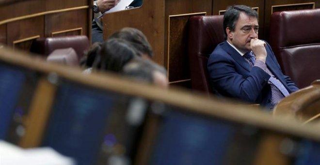 El portavoz del PNV, Aitor Esteban, esta tarde durante la celebración del pleno del Congreso de los Diputados. EFE/Javier Lizón