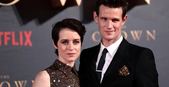 Los actores Claire Foy y Matt Smith en la premier de la segunda temporada de 'The Crown' en Londres. REUTERS/Simon Dawson