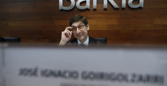 Guindos prev e devolver el rescate bancario con la for Bmn clausula suelo 2016