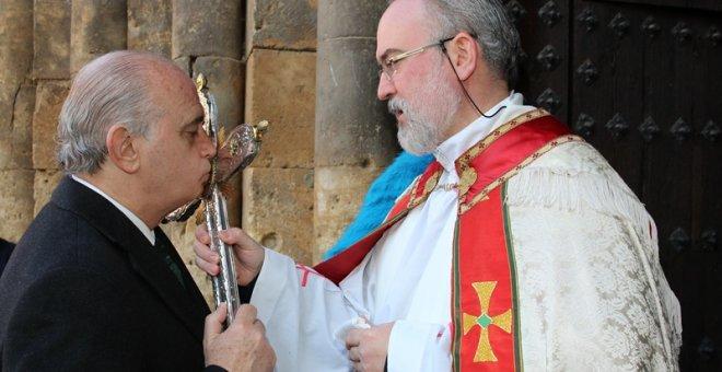 El anterior ministro de Interior, Jorge Fernández Díaz, demostró en repetidas ocasiones su devoción religiosa.