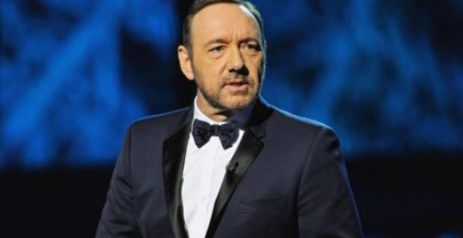 Retiran el Emmy de honor a Kevin Spacey tras ser acusado de acoso sexual