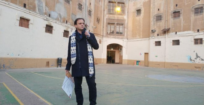 El teniente de alcalde de Barcelona, Jaume Asens, durante el discurso de clausura de las jornadas contra la impunidad franquista celebradas en Barcelona.- A.T.