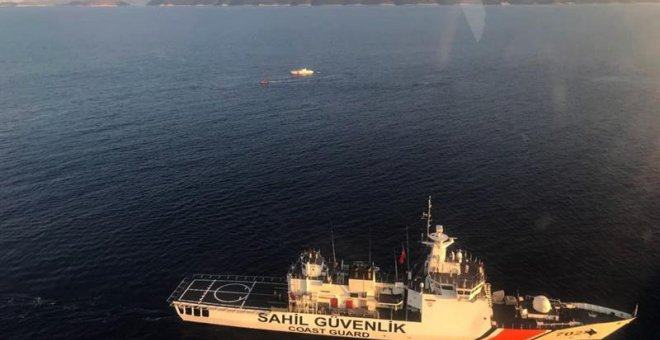 Imagen  de un buque tunecino de salvamento marítimo. | EFE/EPA/TURKISH COAST GUARD COMMAND
