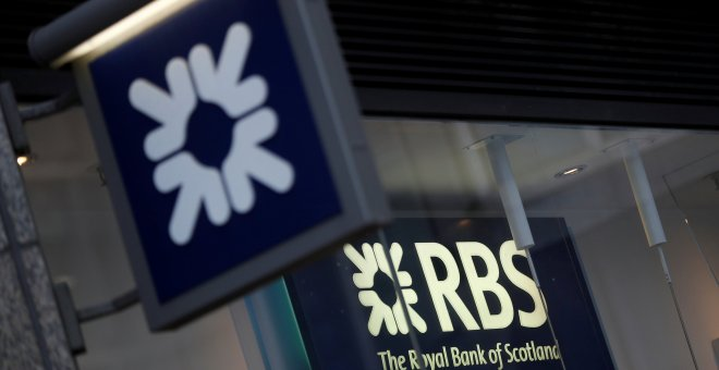 El logo del banco británico Royal Bank of Scotland (RBS) en una sucursal en Londres. REUTERS/Peter Nicholls