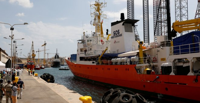 El buque Aquarius atraca en La Valleta. REUTERS/Darrin Zammit Lupi