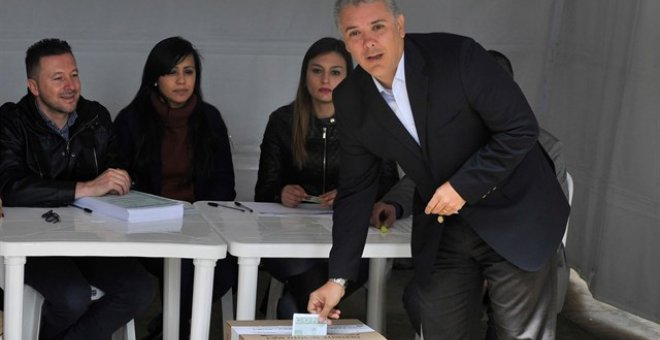 El presidente de Colombia, Ivan Duque, vota en la consulta popular anticorrución. / Europa Press