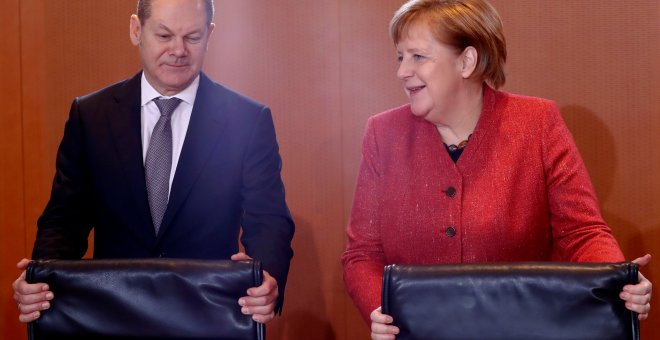 German Chancellor Angela Merkel and Finance Minister Olaf Scholz attend the weekly cabinet meeting in Berlin, Germany, December 12, 2018. REUTERS/Fabrizio Bensch
