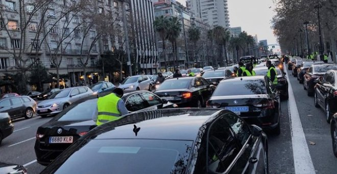 Conductores VTC en la Diagonal de Barcelona. - EUROPA PRESS
