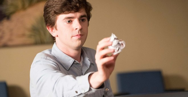 Freddie Highmore, en un episodio de 'The Good Doctor'. AXN