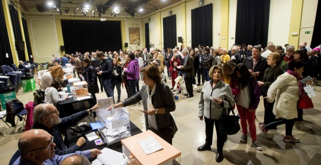 Vista general del colegio electoral l Casinet d'Hostafrancs.- EFE