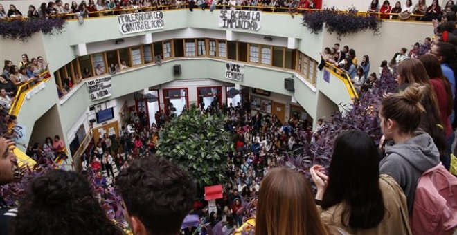 Concentración contra el acoso sexual en la Universidad de Granada. EUROPA PRESS/Álex Cámara