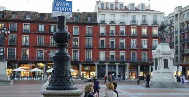 Un cartel de WiFi gratis en la Plaza Mayor de Valladolid.