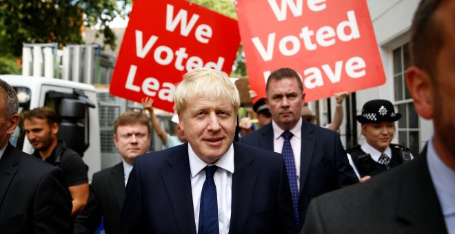 Boris Johnson deja su oficina en Londres | Reuters