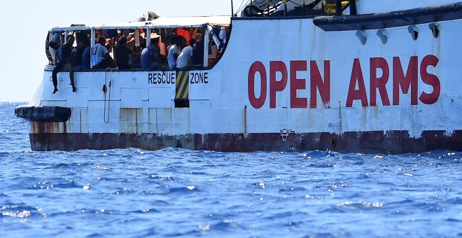 Migrantes permanecen en el barco del Open Arms. - REUTERS