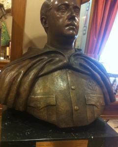 """Busto del dictador Franco en el Museo de la Guardia Civil de Madrid en el que se inscribe la leyenda """"Excelente Señor"""" y """"Generalísimo"""".- PÚBLICO"""