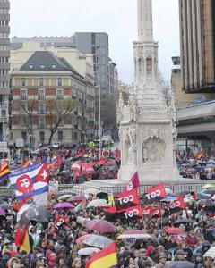 Miles de participantes en las Marchas por la Dignidad han llegado hasta la Plaza de Colón, donde han confluido las nueve columnas procedentes de todas las comunidades autónomas, para protestar contra las consecuencias de las políticas de austeridad. EFE/B