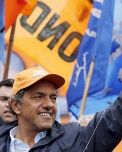 El  candidato Scioli durante un mitin en Quilmes. REUTERS