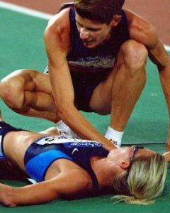 Durante los Juegos Olímpicos de Sidney, en Australia, Suzy Favor Hamilton fingió una lesión.