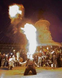 Espectáculo nocturno en la plaza de la República de Francia. - EFE