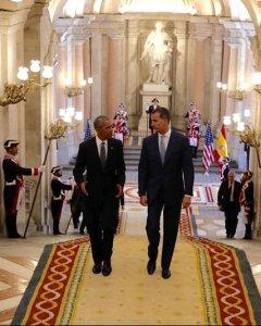 Felipe VI tras recibir al presidente estadounidense en el Palacio Real de Madrid, en su primera visita oficial a España. EFE/Casa de S.M. el Rey/Francisco Gómez