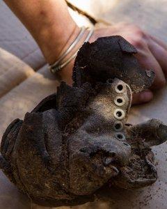 Una bota que se encontraba en la trinchera de Ciudad Universitaria.- ÓSCAR RODRÍGUEZ