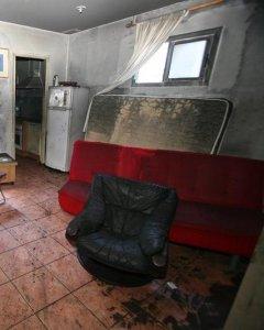 Estado en el que quedó la vivienda de Reus donde en la madrugada de ayer falleció una anciana de 81 años. /EFE