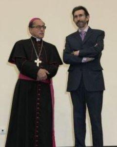 El constructor y presidente de Educatio Servanda, Juan Carlos Corvera, junto al Obispo de Getafe.